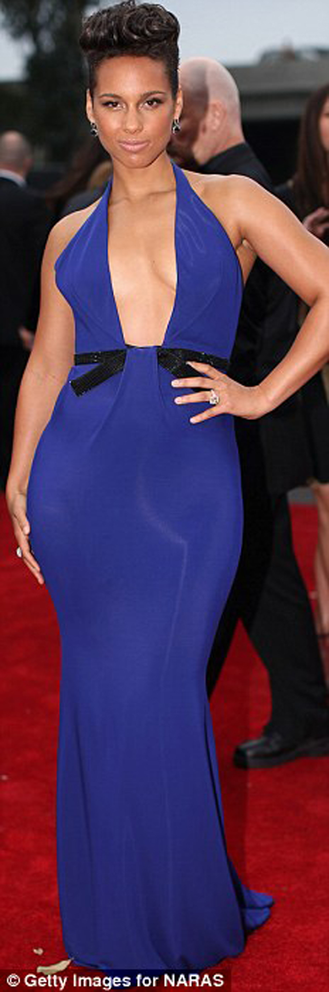 Alicia Keys sported an extremely plunging bright blue Armani Privé gown slashed to her navel