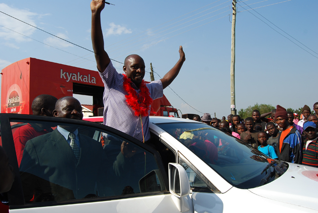 Amooti enters his Toyota Harrier he won from Airtel