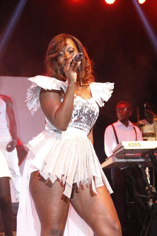 Desire Luzinda displaying thighs (2)