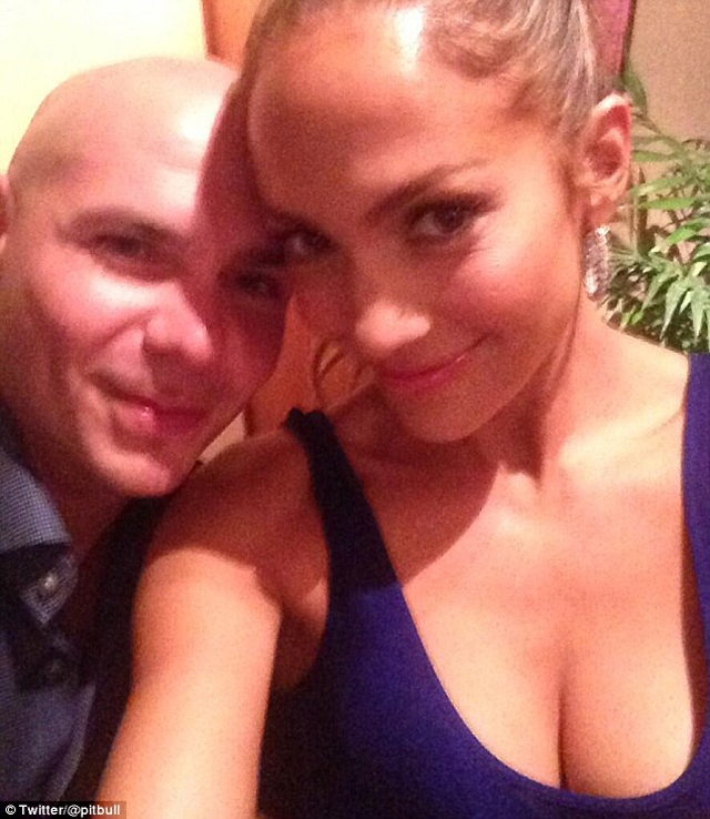 Pitbull and Jennifer Lopez pose for a pic ahead of their World Cup opening ceremony performance