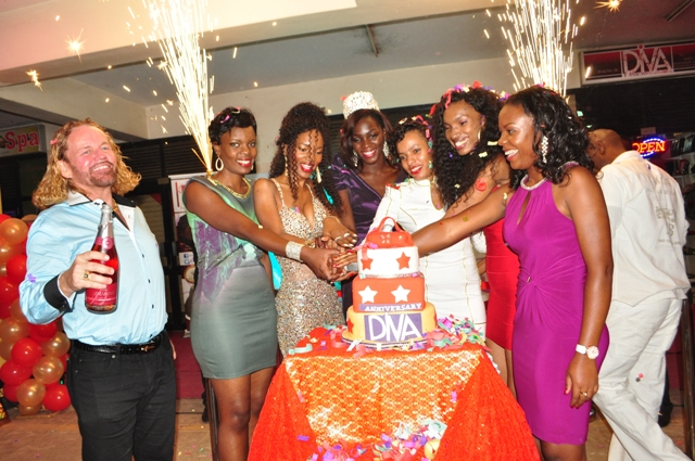 Barbara joined by family members and friends to cut the cake