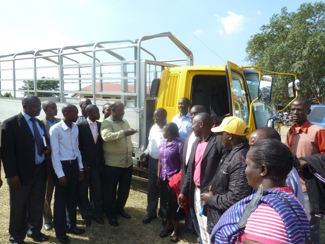 Lwengo district NRM chairman, Hajji Muyanja Mbabaali (C) handing over a truck that was donated by President Museveni to farmers under Lwengo district business forum in Mbirizi town on Thursday