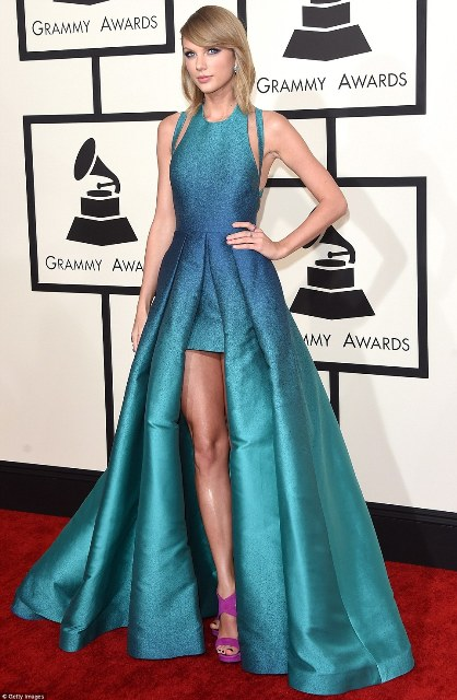 257C528300000578-2938468-We_just_can_t_shake_off_this_incredible_look_Taylor_Swift_was_on-m-81_1423443810277