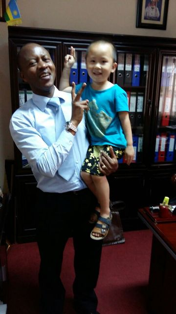 Different colour, One people; Frank with a child of Chinese friend who visited him