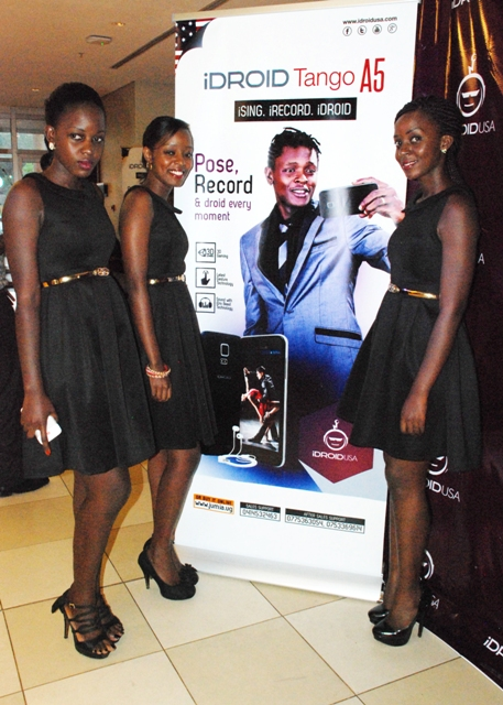 Hot babes posing for the cameras at the IDROID Launch