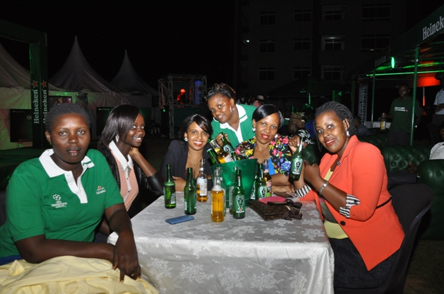 Heineken lovers enjoying the evening at Kololo Gardens on Friday