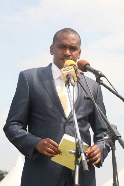 Frank Tumwebaze has said its Mbabazi's constitutional right to stand but must be assessed first