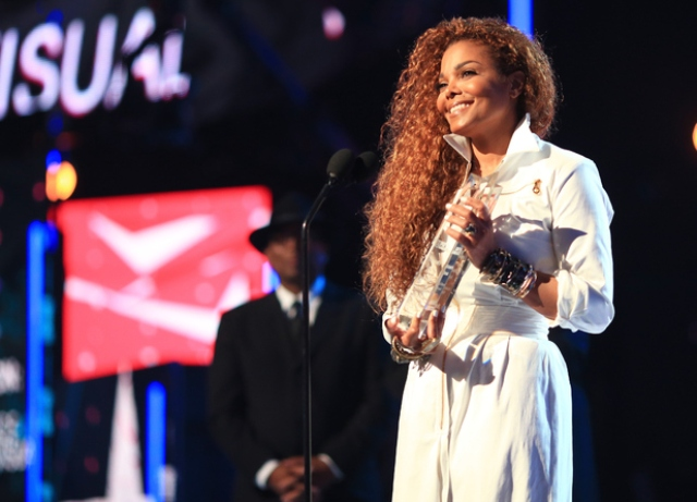 Janet Jackson accepts her award