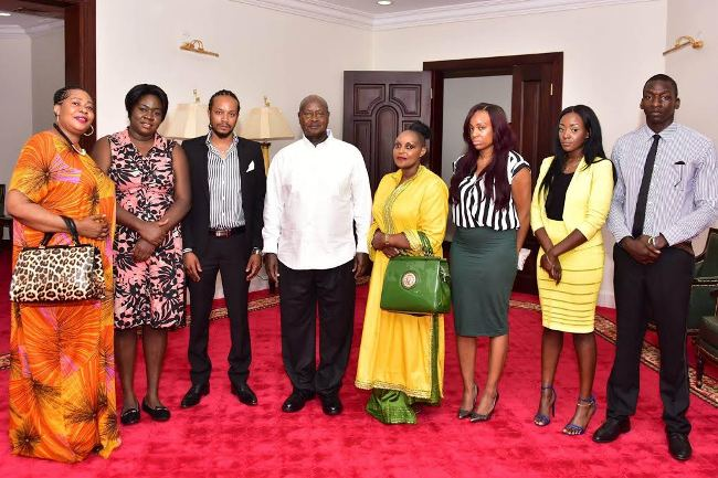 President Yoweri Museveni in a group photo with the family of Sarah Amin