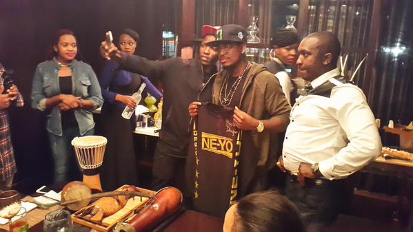 Opipi takes a selfie with Ne-Yo after he handed him cultural gifts