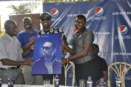 Officials from Pepsi Uganda presented a portrait to the singer