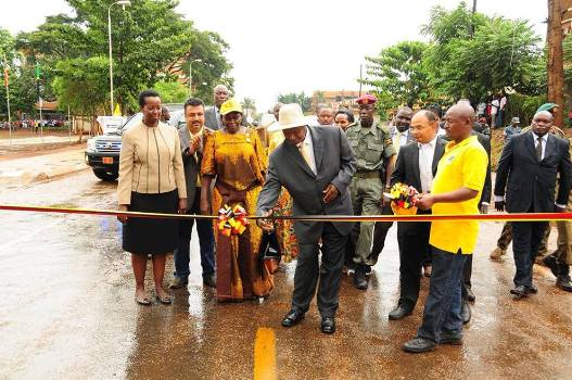 President Yoweri Musuveni commissioning Tororo-Mbale road on Friday at Tororo