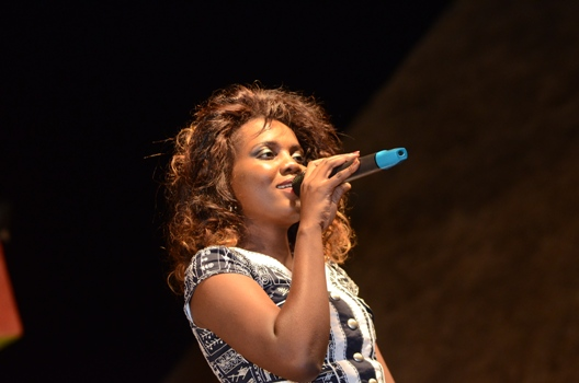 Naava Grey performing at Mun G concert