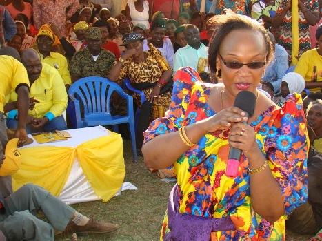 State Minister for Urban Development,  Mariam Najjemba  addressing residents at Kkingo  sub county headquarters in Lwengo District