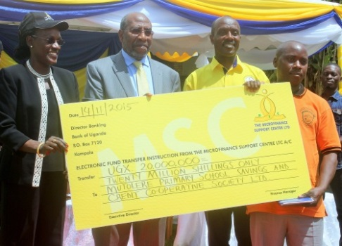 (L-R) MSC Board Chair Bagyenda,PM Rugunda & MoS Banyenzaki hand over dummy cheque on Saturday in Kabale (Photo by PMPU)