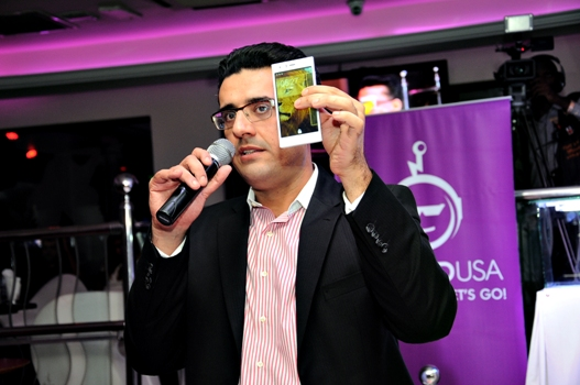 iDROID chief unveiling one of their phones