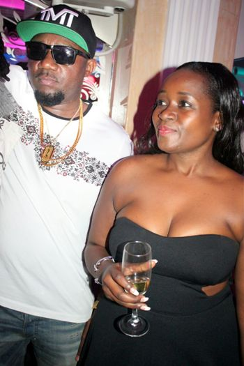 Gitawo with another female admirer