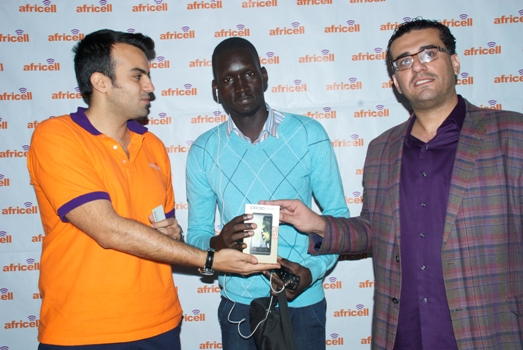 Milad (Left) and Jawad Qureshi (Right) handing over a brand new iDROID Simu to a lucky winner