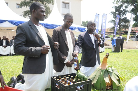 Noah Ssenfuma, a representative of the  Boogezi enlightens guests on Ngule during the swearing-in of the new Executive