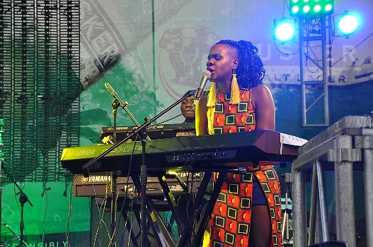 Mo Roots performing at the Blankets & Wine XIII