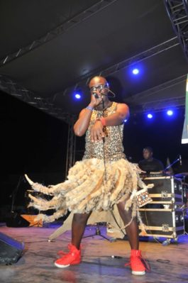 dr-bone-thrills-fans-at-the-festival