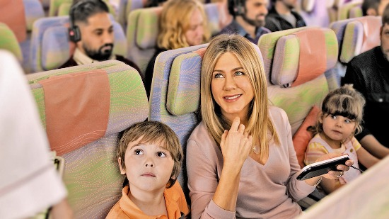 jennifer-aniston-emirates-and-her-younger-co-star-cooper-onboard-the-a380-in-the-new-emirates-tvc