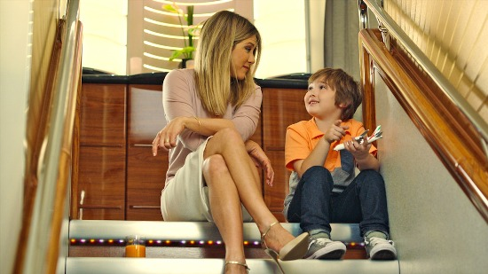 jennifer-aniston-and-her-young-co-star-cooper-onbaord-the-a380-in-the-new-emirates-tvc