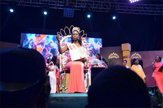 leah-kagasa-with-her-crown